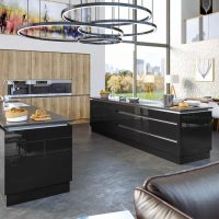 ZURFIZ_Halifax Natural Oak Ultragloss Black Kitchen